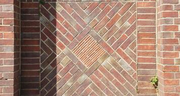 cons of decorative walls